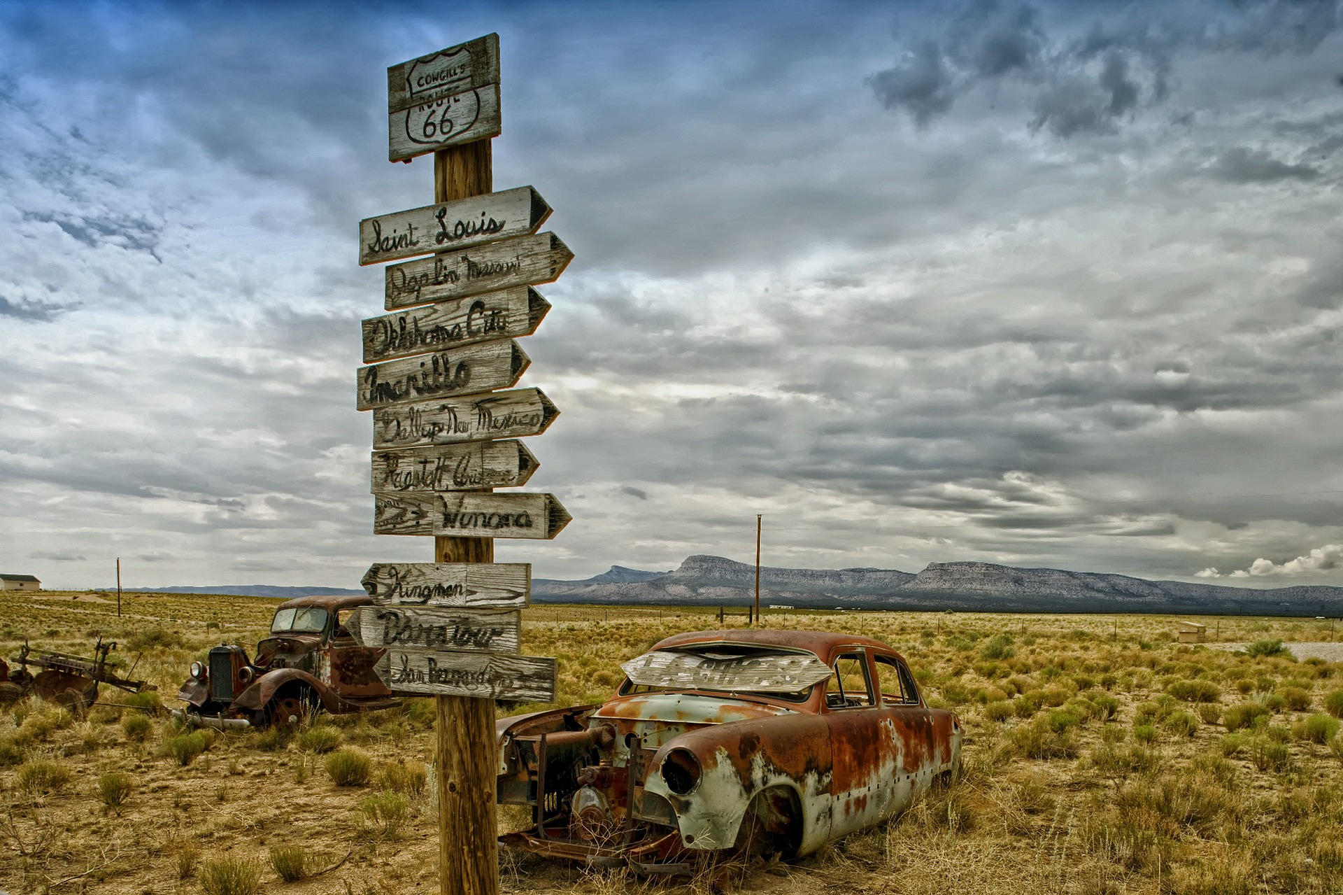 Old abandoned cars along US Route 66.
